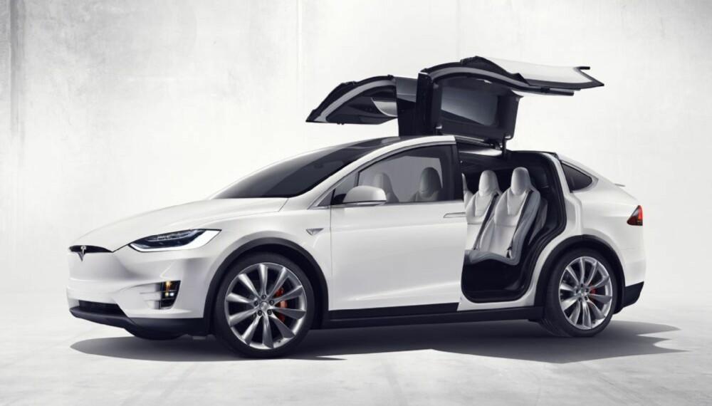 <b>VINGEDØRER: </b>De spektakulære dørene ga Tesla en god del utfordringer, men har også gitt Model X mye ekstra oppmerksomhet.