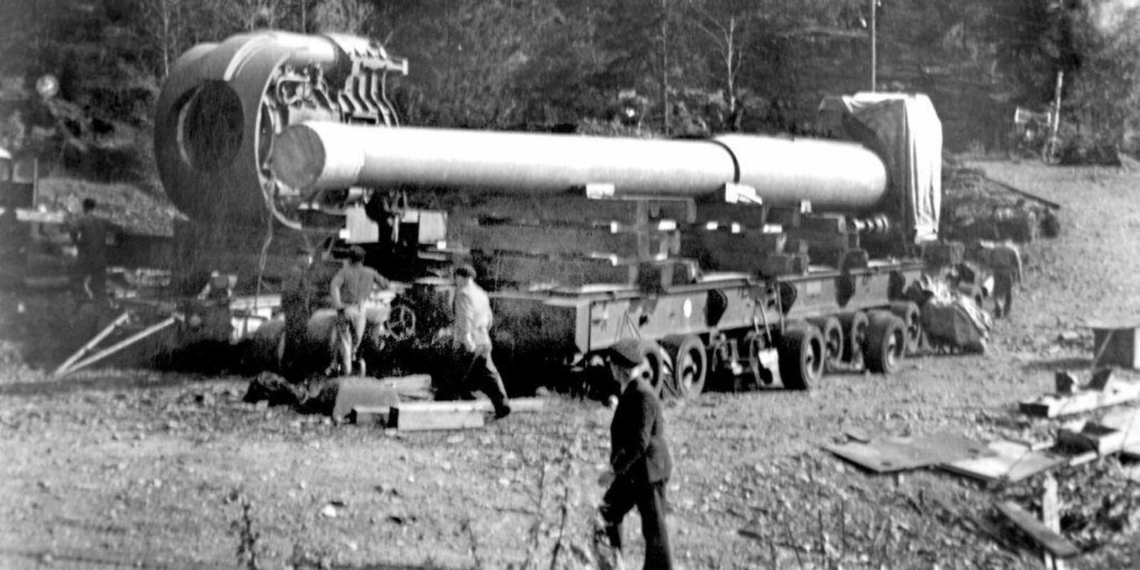 <b>TUNGVEKTER: </b>Hovedkanonen på Vardås fort veide 100 tonn.