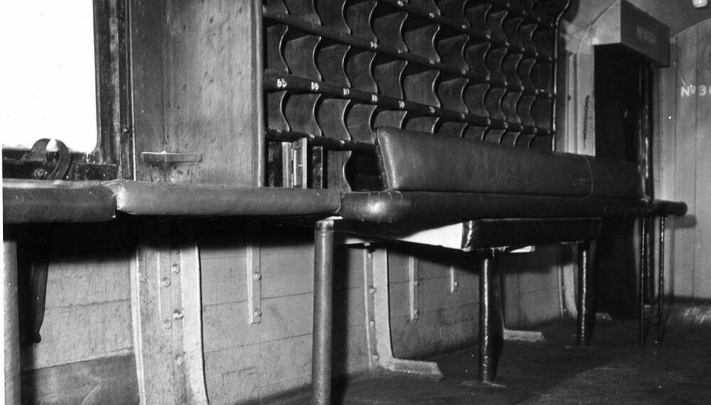 ENORMT UTBYTTE: Bildet viser en raidet vogn i toget som ble utsatt for «århundrets forbrytelse». Togranerne fikk med seg 2,6 millioner pund, tilsvarende om lag 580 millioner kroner i 2018.