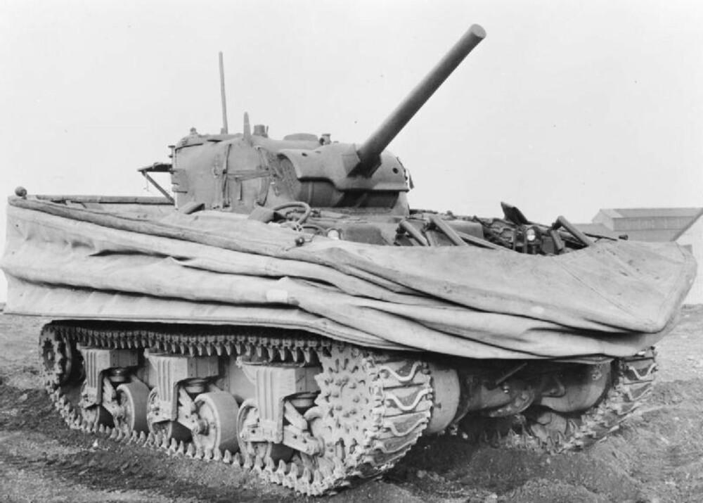AMFIBIE:En såkalt DD-tank, en amfibietank spesialtilpasset offensiver som Operasjon Neptune.