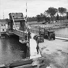 Pegasusbroen fotografert i juni 1944.
