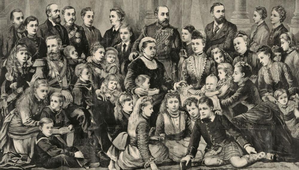 Dronning Victoria ( midten) og den kongelige familien i 1877. Victoria var dronning av det britiske imperiet fra 1837 til 1901, og hun fikk 42 barnebarn. Hennes etterkommere er i dag mennesker som Elizabeth II, Harald V i Norge, Carl XVI Gustaf av Sverige, Margrethe II av Danmark og Juan Carlos I i Spania. Under den første verdenskrigen kjempet tre av hennes familiemedlemmer mot hverandre.