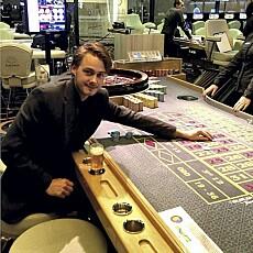 Satset og tapte: Helge William Braathen prøvde lykken med sjetongene da han nylig var på kasino i Bulgaria.