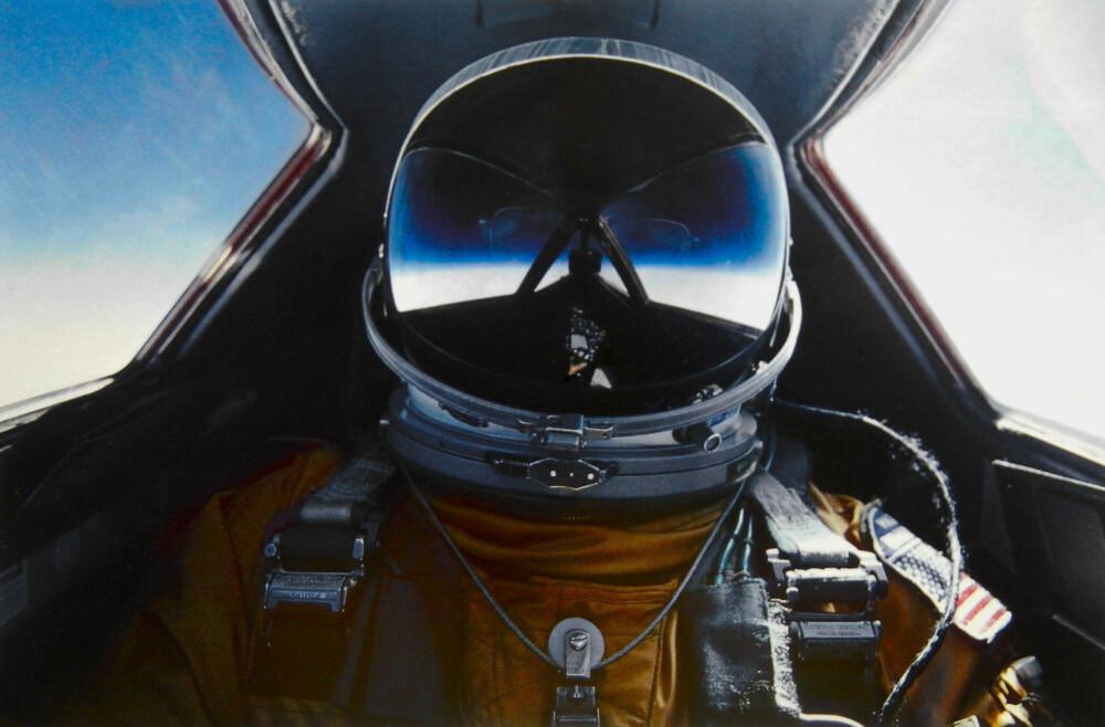 ROMDRAKT: Selfie av SR-71 piloten Brian Shul. De svenske jagerpilotene hadde ikke trykkdrakt og tok en kalkulert risiko ved å fly så høyt.