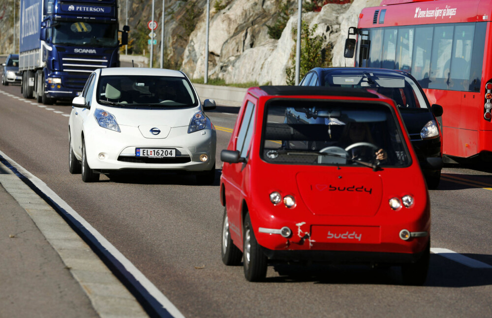Svenske forskere melder at prisen på batteriene i elbilene, som er den største årsaken til elbilenes høye pris, faller betydelig raskere enn ventet. Satsingen til blant annet Nissan trekkes frem som årsak.