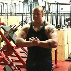 KNUT ARNE RISHOLM trener og spiser seg sterkere og større.