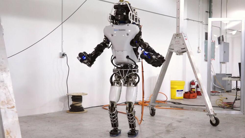Atlas-roboten utvikles spesifikt for å kunne operere på egenhånd. Med våpensystemer blir den en moralsk nøtt.