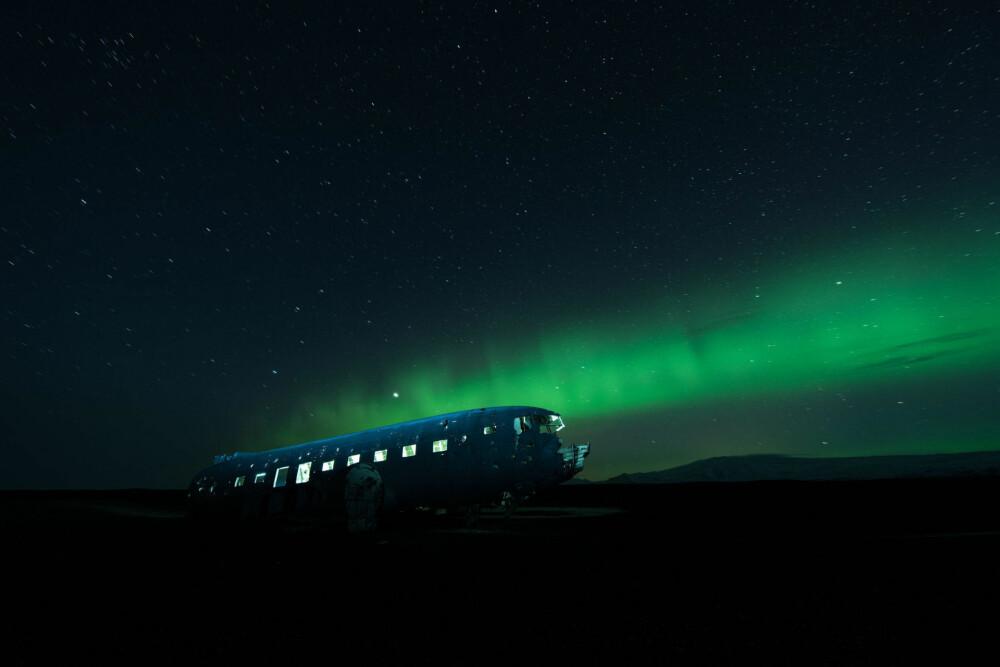 NIGHT SOULS: Et sted i et øde område på Islands sørkyst ligger dette for lengst glemte vraket av et Douglas DC-3-fly.