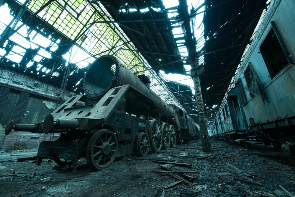 TIME CAPSULE: I Budapest utforsket jeg denne falleferdige togkirkegården. Den ligger midt i et aktivt togdepot.