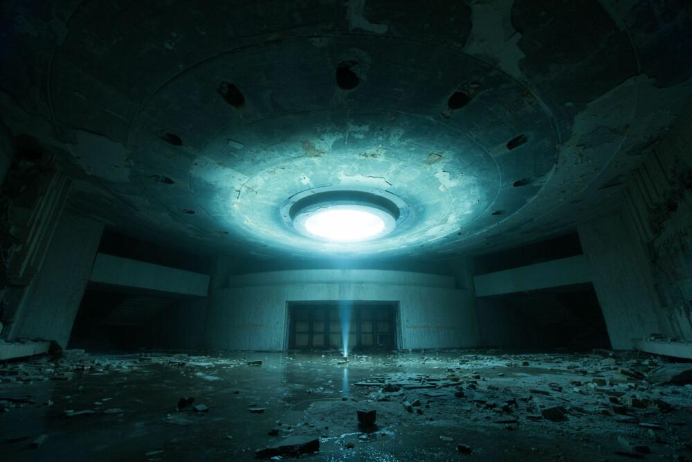 THE SIGNAL: Under kongressrommet i Buzludzha fant jeg et sted som så ut til å komme fra en annen planet. Jeg brukte lommelykten for å få lys, og oppdaget at alt var dekket av is.