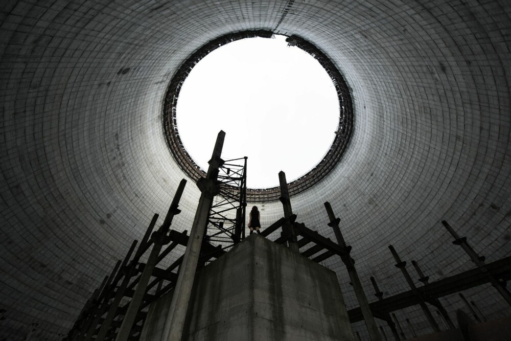 NUCLEAR FALL: Dette er innsiden av kjøletårnet på kjernekraftverket i Tsjernobyl som aldri ble fullført. Kjøletårn ser imponerende ut fra utsiden, men de er enda mer imponerende innvendig.