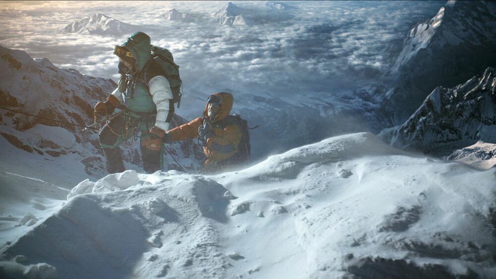 PÅ TOPPEN: Etter å ha krysset «dødssonen» kommer klatrerne til topps på Everest.