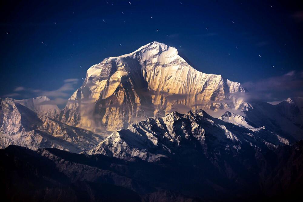 VERDENS HØYESTE FJELL: Mount Everest strekker seg 8.848 meter - eller 29.029 fot - mot himmelen, og er utvilsomt et majestetisk fjell. Og livsfarlig.