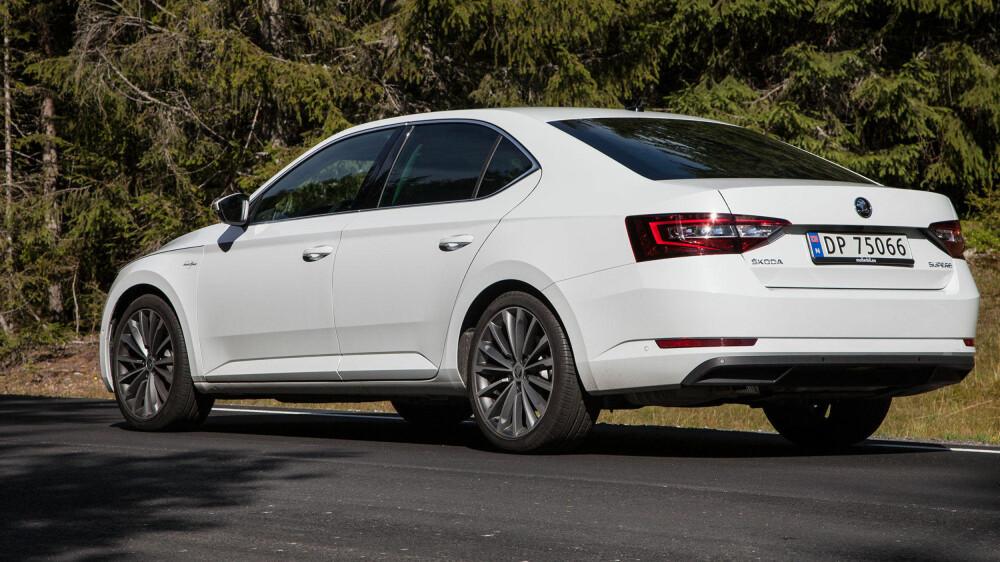 Linjene på nye Superb ser ut som en kombinasjon av VW Passat og en generasjon gammel Audi A6.