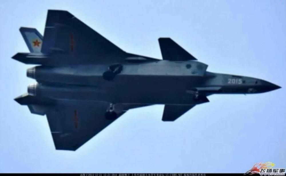 2015-versjonen av J-20 i test.