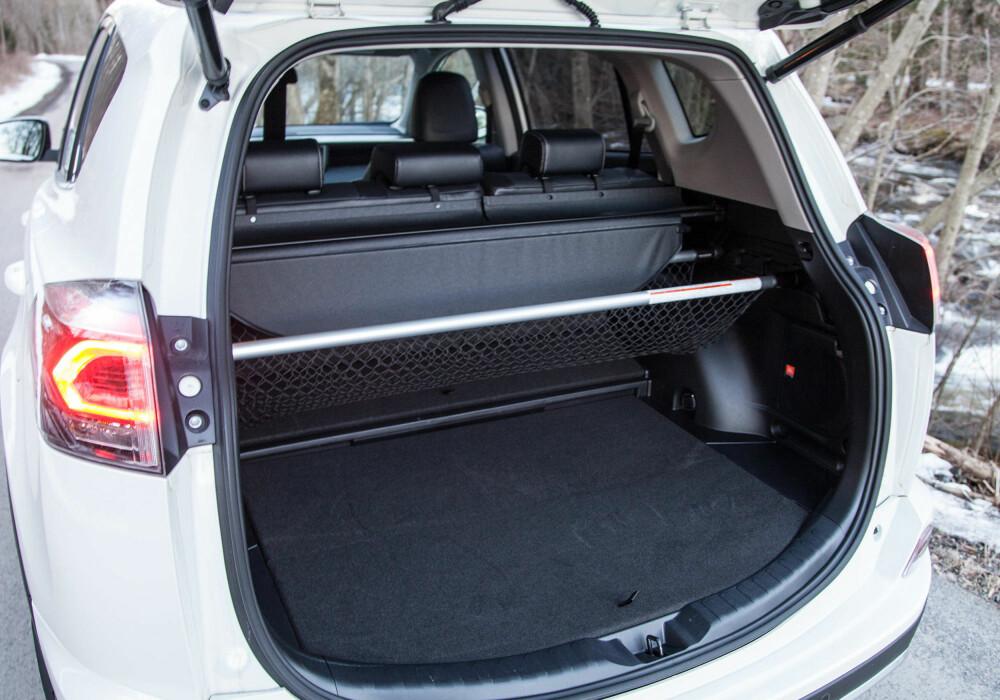 Testbilen er utstyrt med en rekke nett og skiller for å utnytte bagasjerommet maskimalt. På utgaven med forhjulsdrift har du 50 liter ekstra plass.