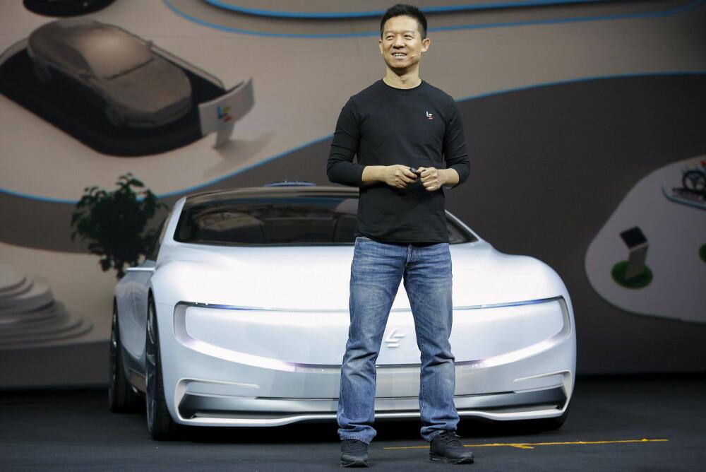 NY ELBIL PÅ VEI: Toppsjef og medgrunnlegger Jia Yueting i LeEco viste fram konseptelbilen LeSEE i Beijing onsdag 20. april 2016.