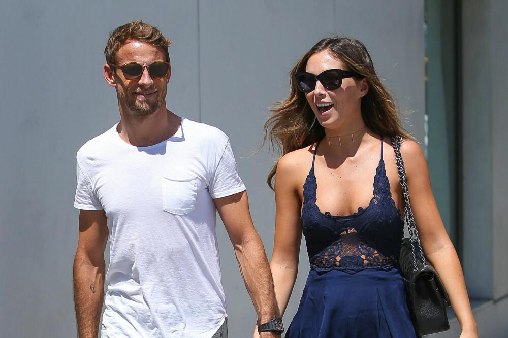 GLADE SAMMEN: De lykkeliste parene ler litt sammen hver dag. Det kan være alt fra noe gøyalt på Facebook til noe morsom de ser sammen på gata. Her er den britiske Formel1-kjøreren Jenson Button sammen med modellkjæresten Brittny Ward.
