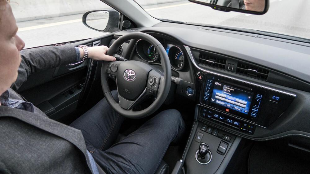 FJERNET SKAVANK: Et kraftig gasspådrag i en bil med trinnløs girkasse har vært ganske slitsomt tidligere. Men en oppgradering fra Toyota gjør situasjonen merkbart bedre.