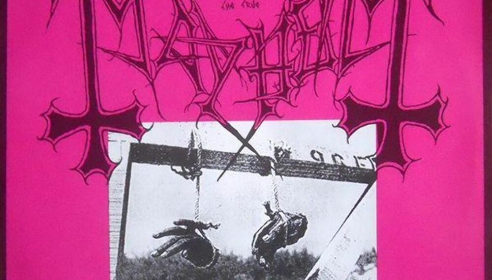 DEN ALLER FØRSTE SKIVA: Deathcrush har blitt en milepæl i black metal-verdenen. Coveret skulle egentlig være blodrødt, men en feil hos trykkeriet sørget for at det ble rosa.