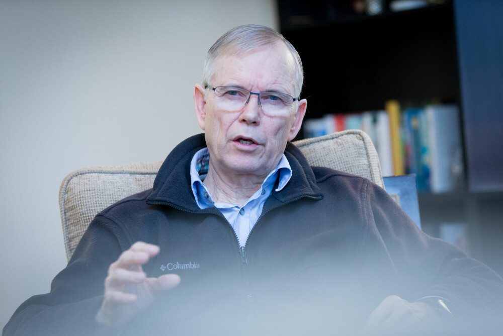 Seniorforsker og fysiker Stein Bergsmark har blitt den fremste representanten i Norge for dem som mener at klimavitenskapen forvrenges. Han tror selv på menneskeskapte klimaendringer, men mener de er i en helt annen liga enn det FNs klimapanel snakker om.