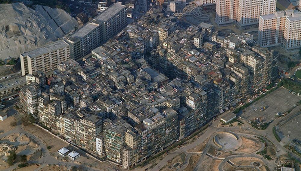 Kowloon Walled City var verdens mest tettbebygde område frem til det ble revet på begynnelsen av 90-tallet.