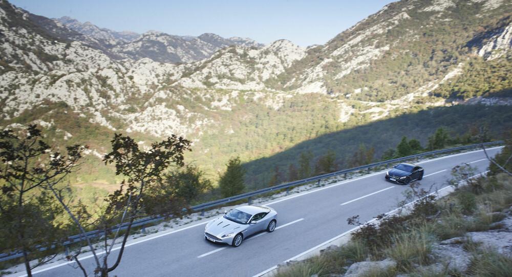 EKSOTISK: Top Gear har alltid vært kjent for sine eksotiske lokasjoner. Her er det Matt LeBlanc som kjører en Aston Martin DB11, mens Chris Harris følger tett etter i en Mercedes-AMG S63 Coupe i Montenegro.
