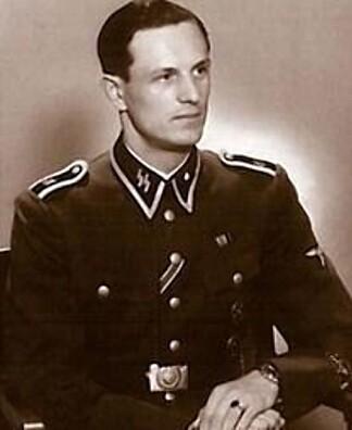 LIVVAKT: Rochus Misch var en av dem som jobbet tettest med Adolf Hitler i fem år. Misch var med i Førerbunkeren og var en av de siste som så Hitler i live.