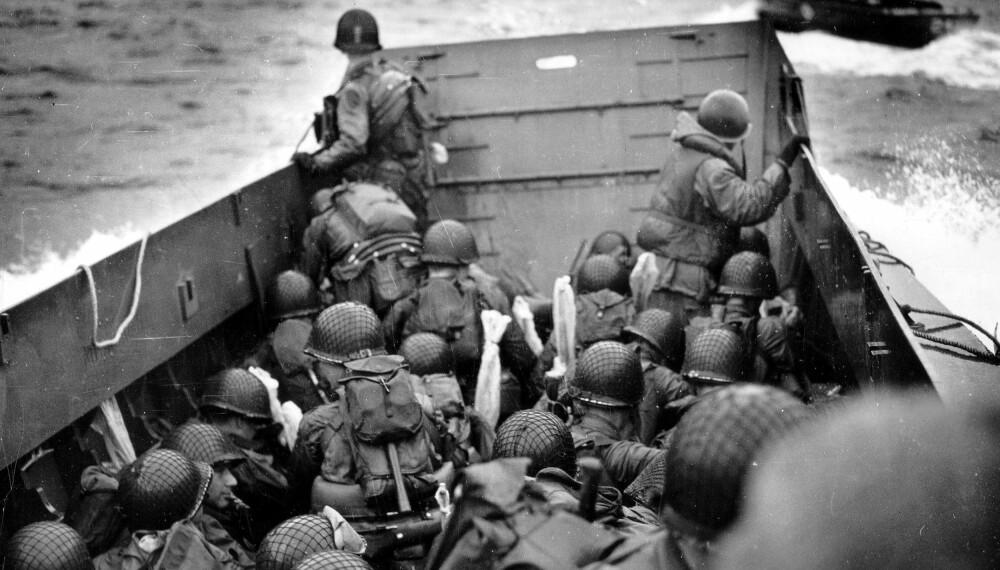 FRYKT TOK LIV: Landgangsbåtene skulle kjøre helt inn til land, men flere styrmenn slo rampen ned for tidlig fordi de var redde.