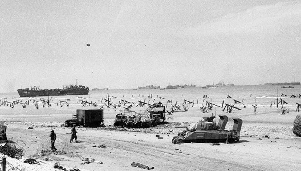 Tjekkiske pinnsvin var 1,5 meter høye stridsvognsperringer laget av kraftig vinkeljern. Selv om eksplosjoner fikk dem til å velte rundt, fortsatte de å sperre veien. Opprinnelig utviklet tsjekkerne dem for å forsvare seg mot Tyskland, men etter nederlaget tok tyskerne dem.