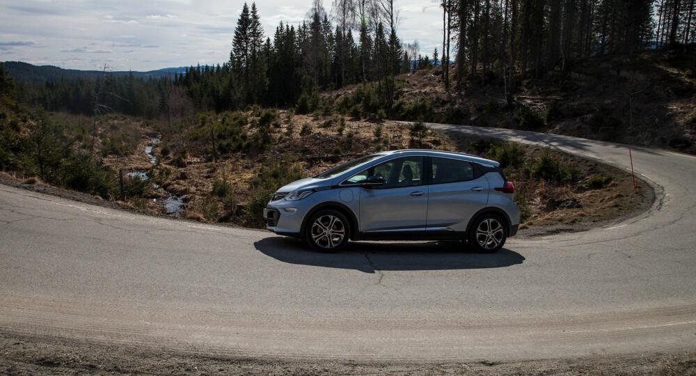 UTILGJENGELIG: Opel Ampera-e er kanskje markedets aller beste bilkjøp for øyeblikket - men med halvannet års ventetid er den utilgjengelig. Innen du kan få den levert, har det kommet mange andre alternativer.