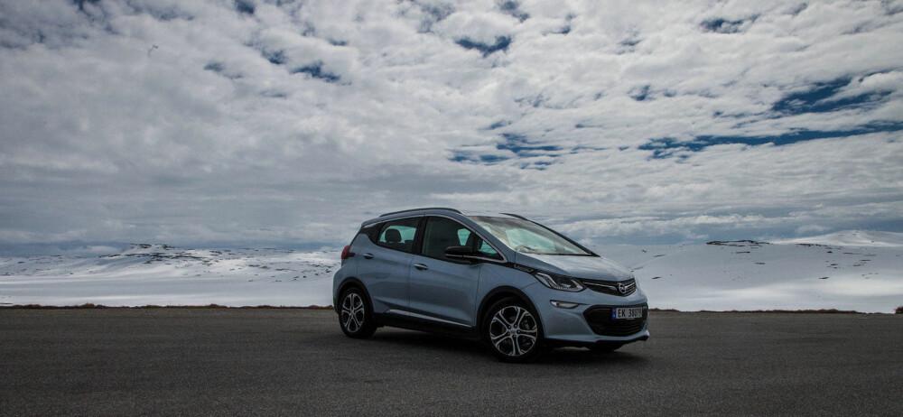 REKKEVIDDE PÅ VIDDA: Opel mener de har nok rekkevidde, så derfor kjørte vi over vidda.
