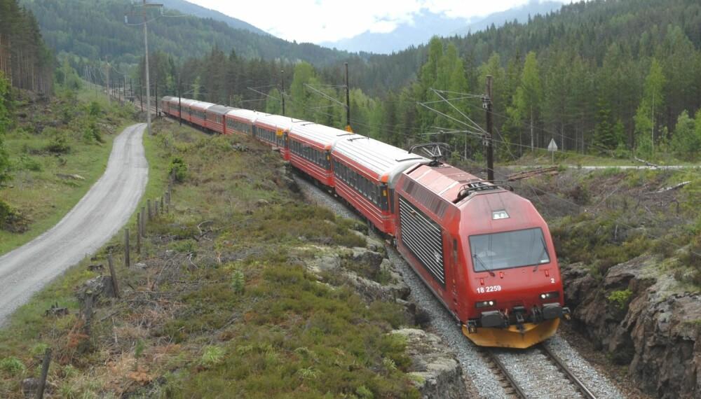 Tog og bil til Bergen fra Oslo tar omtrent like lang tid.