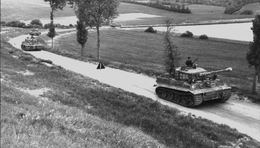Wittmanns kompani fotografert på vei til Morgny i Normandie nord i Frankrike den 7. juni 1944. Michael Wittmann står i kanontårnet på en Tiger 205.