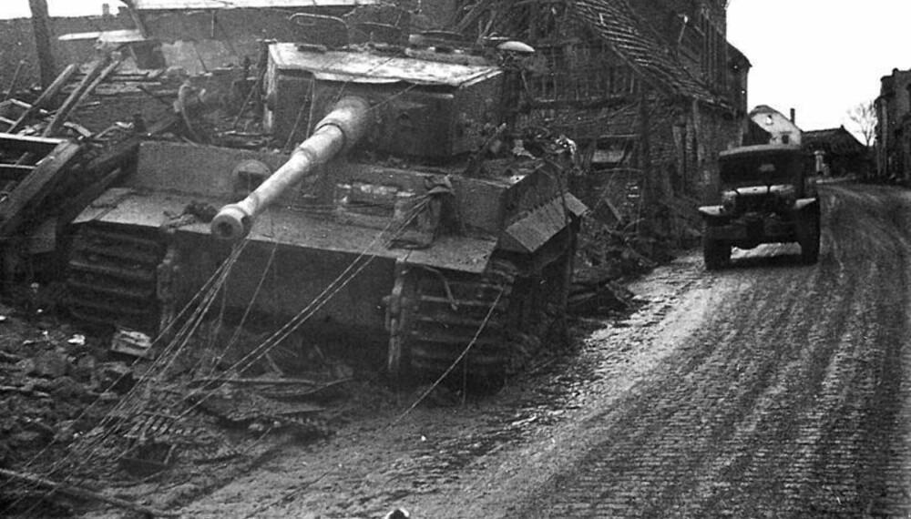 En Tiger I var så tung at den valset over alt på sin vei. Selv hus ble gjennombrutt av den tyske stridsvognen, som veide nesten 60 tonn. Akkurat denne stridsvognen kjørte seg fast, og måtte forlates av mannskapet.