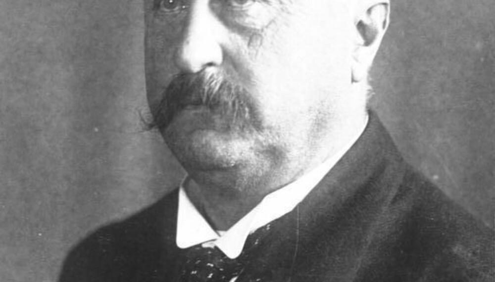 Konstantin (Constantin) Fehrenbach var president for riksdagen i 1918, senere president for Weimar-republikken fra 1919 til 1920 før han ble kansler i Tyskland i juni 1920. Han var medlem av sentrumspartiet, og ledet deres fraksjon i riksdagen til han døde i 1926 etter at han trakk seg som kansler på grunn av at han ikke fikk med seg riksdagen på framforhandlet resultat med de allierte.