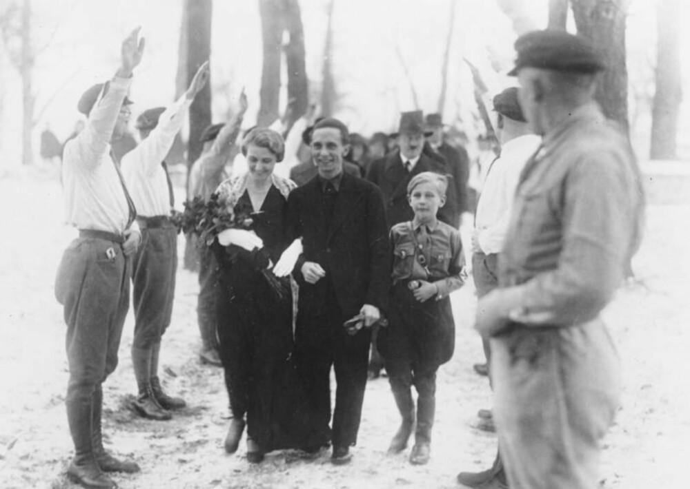 Joseph Goebbels giftet seg i 1931, og fikk samme år forbud mot å snakke offentlig. Goebbels tok selvmord i 1945 etter å ha drept sine egne barn.