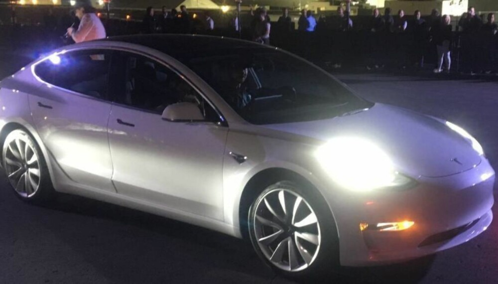 Med denne skal Tesla virkelig sette sitt preg på bilbransjen. Model 3 er allerede forhåndsbestilt av over 500.000 kunder verden over.