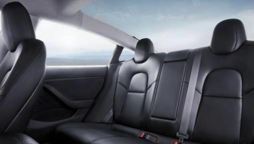 Det er nesten som å kjøre i en cabriolet, når du sitter i baksetet på denne bilen. Fantastisk utsikt!