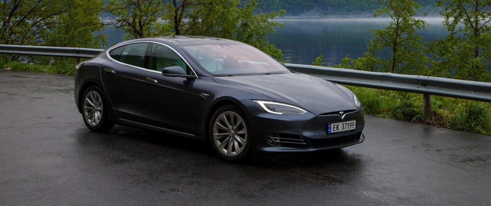 DYRERE DRØM: Når Tesla kutter muligheten for å kjøpe Tesla Model S med kun bakhjulstrekk, øker minsteprisen med over 40.000 kroner. Nå forsvinner henvisningsrabatten på 8000 kroner også.