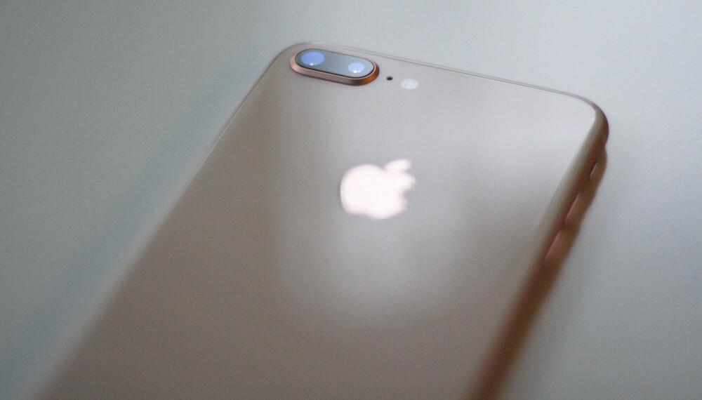KONGE KAMERA: En iPhone med to linser utgjør et svært habilt kamera jeg har med meg overalt. Det har en verdi en ikke kan kimse av.