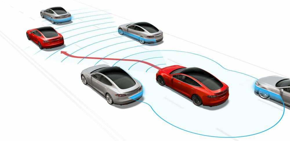 AUTOPILOT: Tesla satser på selvkjørende teknologi i sine biler. Det tror motorveteran Bob Lutz vil redde bilprodusenter en stund framover. Innen 20 år tror han likevel at flåter med selvkjørende biler fra selskap som Uber og Lyft vil være dominerende.