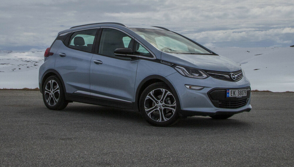 Opel Ampera-e lå an til å bli en braksuksess for Opel. Leveringsproblemer og prisøkning har satt en stopper for det.