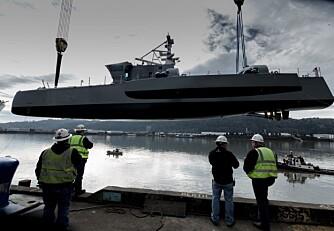 SNART KLAR FOR OPPDRAG: Sea Hunter senkes endelig ned i vannet etter flere år først på tegnebordet og deretter på verftet.
