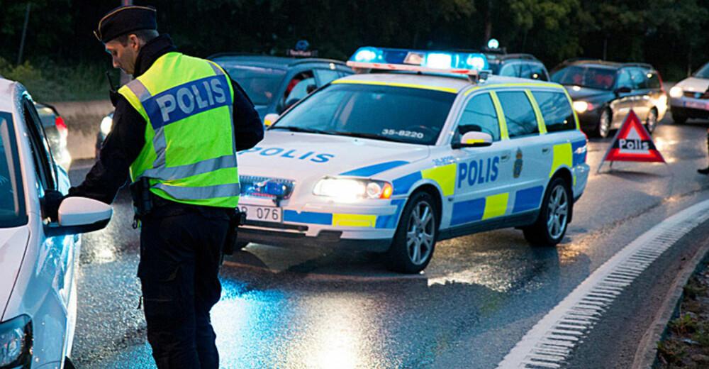 Den svenske Kronofogden har flere hundre millioner kroner utestående hos de såkalte bilmålvaktene, personer som har en rekke biler registrert i sitt navn, men som ikke har mulighet til å gjøre opp for seg. Svenske myndigheter sliter med å løse dette problemet.