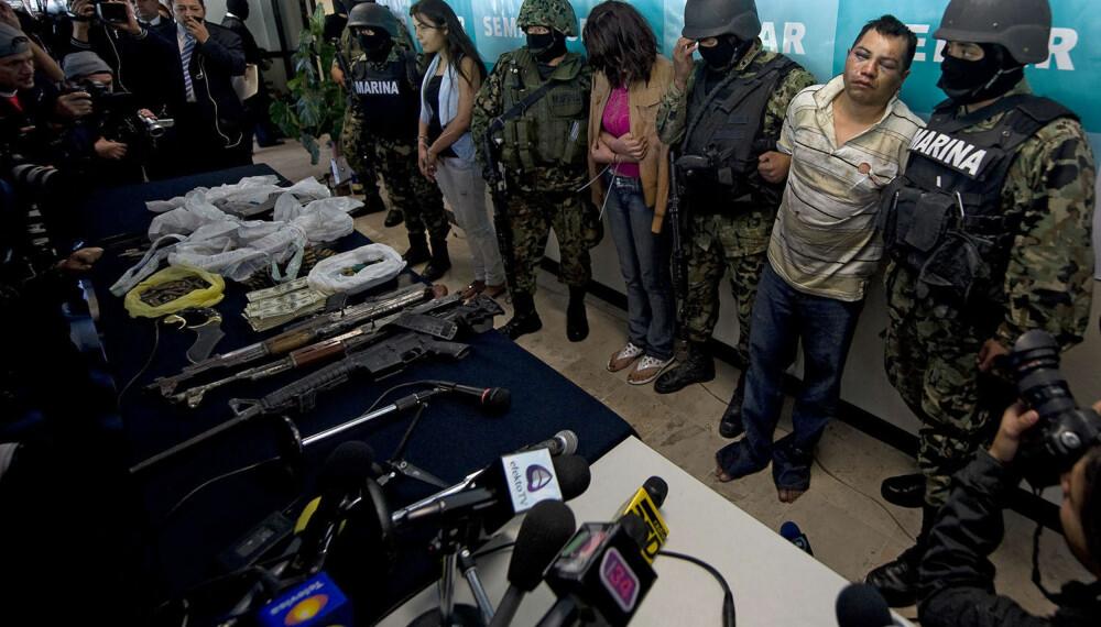 ARRESTERT: Her blir deler av den nå avdøde kartellederen Arturo Leyvas gjeng vist frem for pressen etter en arrestasjon.