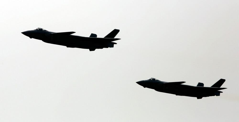 BLACK EAGLE: Kinas krigsfly Chengdu J-20 har kallenavnet Black Eagle. Militæreksperter og analytikere tror planen med flyet er å kunne slå til mot støtteflyene til F-35 og F-22 - som i praksis kan hindre at kampflyene når målene sine.
