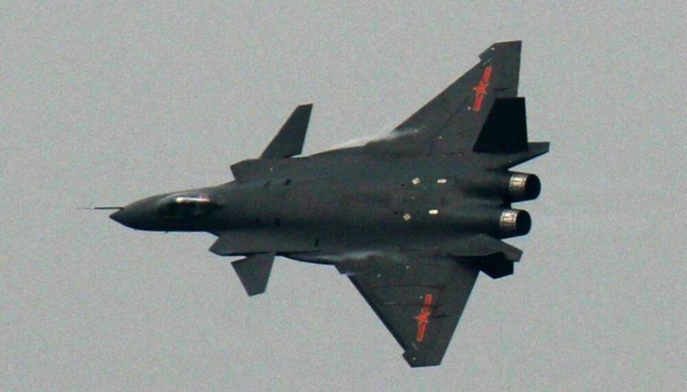 BLACK EAGLE: Med «krigsmaling» ser J-20 en del mer fryktinngytende ut.