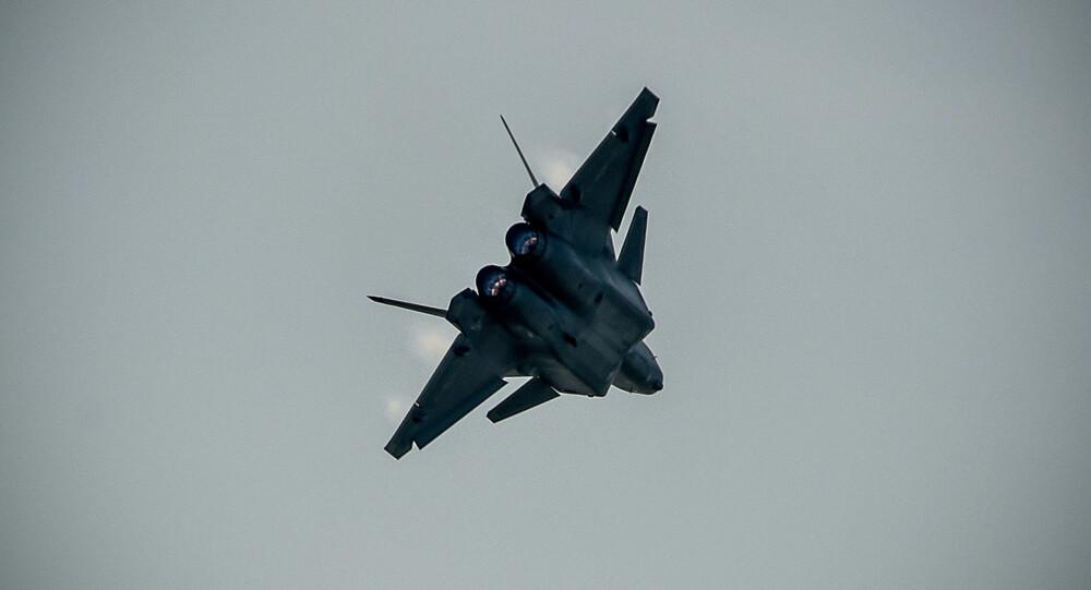 KINAS KRIGSLFY: Flyvåpenet i Folkets Frigjøringshær i Kina (PLAAF) viste 1. november 2016 fram landets nye krigsfly på et offisielt stevne i kystbyen Zhuhai ved Sørkinahavet.