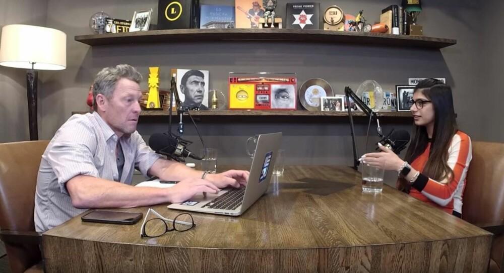 INTERVJU: Det er den dopingtatte syklisten Lance Armstrong som intervjuer Mia Khalifa i hans egen podcast.